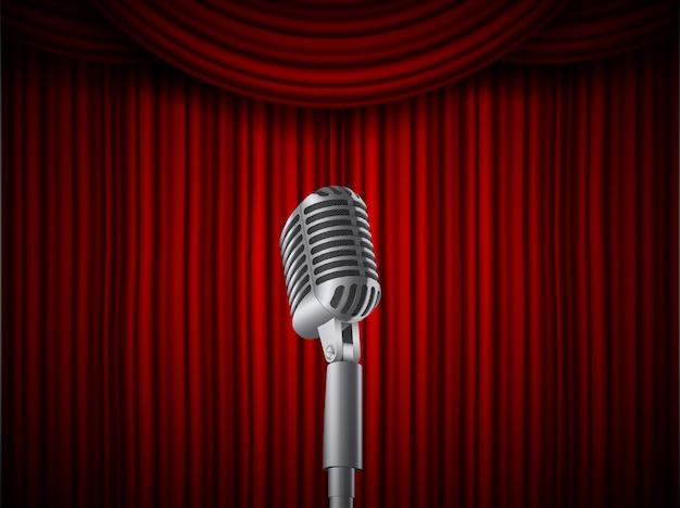 Microfoni per musica da concerto vintage retrò sul cavalletto.