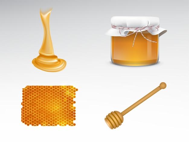 Miele fluente, vaso di vetro con copertura in tessuto, nido d'ape, mestolo in legno