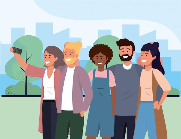 Millenario gruppo diversificato prendendo selfie paesaggio urbano
