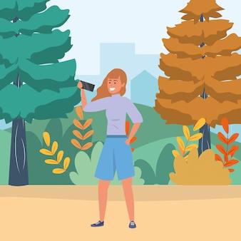 Millenario usando smartphone navigando nella natura selfie