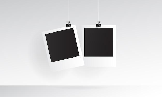 Mockup realistico di foto polaroid con appeso