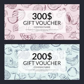 Modelli di voucher regalo di frutta e verdura doodle handdrawn vettoriali. illustrazione di design carta regalo