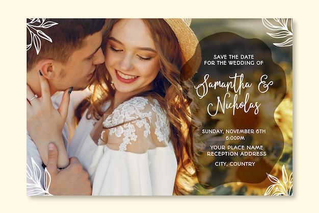 Modello adorabile dell'invito di nozze con la foto