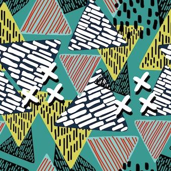 Modello astratto triangolo con multicolor disegnato a mano