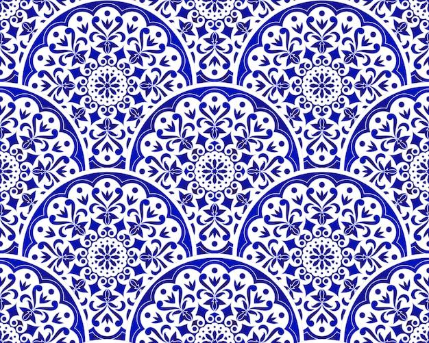 Modello cinese blu e bianco con stile patchwork scala, astratto floreale decorativo indaco mandala