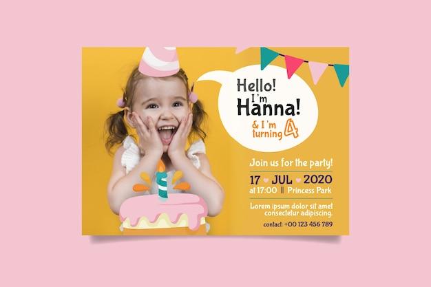 Modello del biglietto di auguri per il compleanno della bambina con la foto