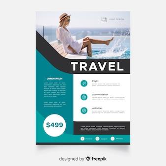 Modello del manifesto di viaggio con il viaggiatore