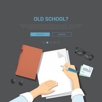 Modello dell'insegna di concetto del posto di lavoro della vecchia scuola. mani di scrittura con la penna sopra il foglio di carta vuoto illustrazione di vettore di vista superiore.