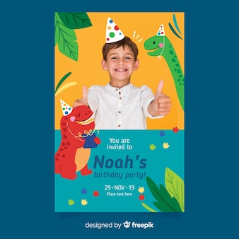 Modello dell'invito di compleanno dei bambini dei dinosauri con la foto