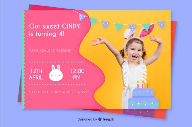 Modello dell'invito di compleanno del bambino con la foto