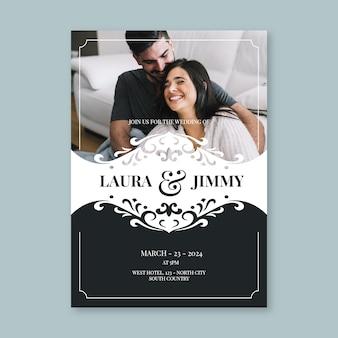 Modello dell'invito di nozze con le coppie felici