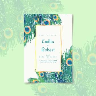 Modello dell'invito di nozze con piume di pavone colorate