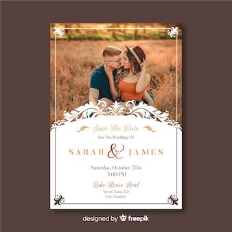 Modello della partecipazione di nozze con la foto e gli ornamenti