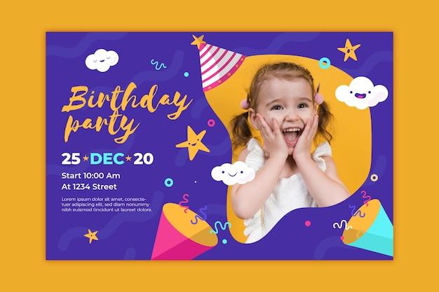 Modello di biglietto d'auguri per bambini colorati con foto