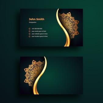 Modello di biglietto da visita con mandala arabesque background di lusso