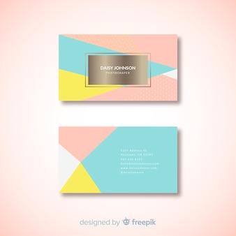 Modello di biglietto da visita moderno con stile colorato