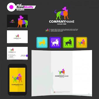 Modello di branding aziendale con logo cane, biglietto da visita, depliant e smartphone