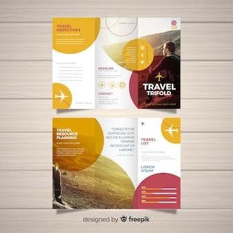 Modello di brochure a tre ante da viaggio
