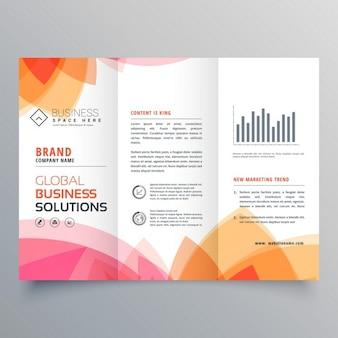 Modello di business brochure a tre ante con rosa e arancio