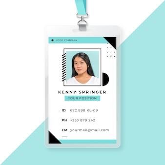 Modello di carta d'identità aziendale con foto avatar