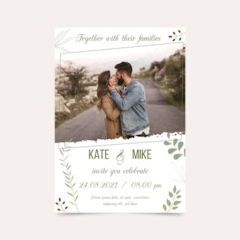 Modello di carta di fidanzamento con foto della sposa e dello sposo