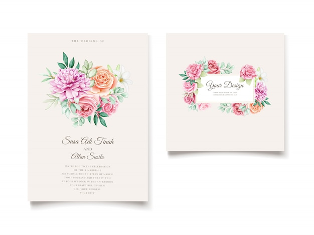 Modello di carta invito floreale elegante e foglie dell'acquerello