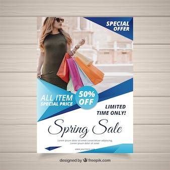 Modello di copertina blu per le vendite di primavera