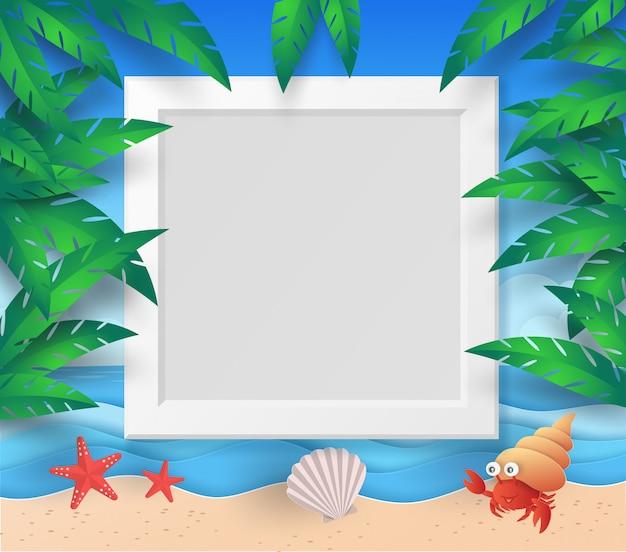 Modello di cornice estiva con spiaggia, mare, albero, foglia, stella marina, conchiglia e paguro con taglio di carta