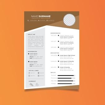 Modello di curriculum professionale in stile minimalista.