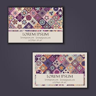 Modello di disegno del biglietto da visita con motivo geometrico mandala ornamentale