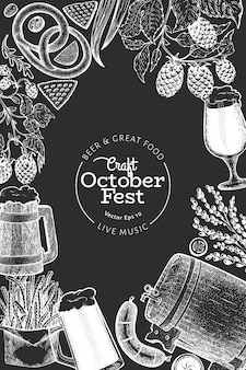 Modello di disegno di octoberfest. illustrazioni disegnate a mano di vettore sul bordo di gesso. saluto la carta del festival della birra in stile retrò.