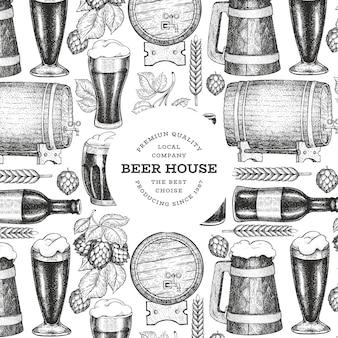 Modello di disegno di tazza e luppolo di vetro di birra. illustrazione disegnata a mano della bevanda del pub di vettore. stile inciso. illustrazione di birreria retrò.