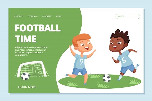 Modello di landing page di calcio. carattere di sport squadra bambini