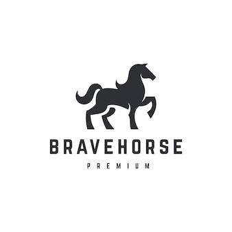 Modello di logo del cavallo coraggioso