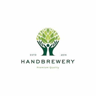 Modello di logo dell'albero della fabbrica di birra a mano