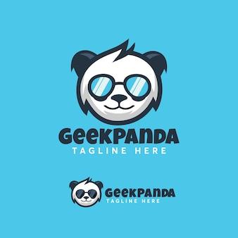 Modello di logo design moderno panda geek