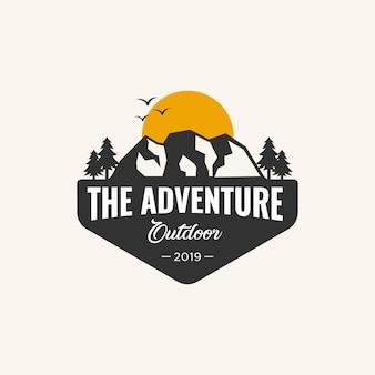 Modello di logo di avventura,