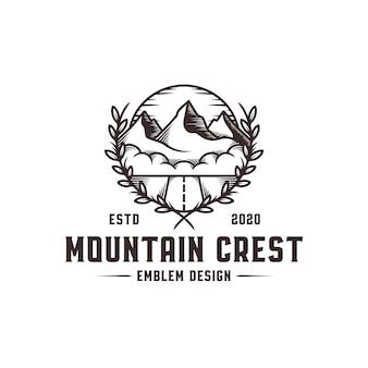 Modello di logo di cresta di montagna