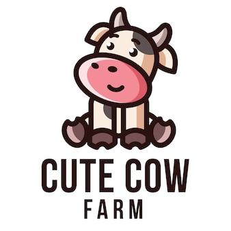 Modello di logo di fattoria di mucca carina