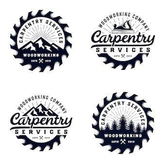 Modello di logo di legno carpenteria vintage distintivo con elemento di montagna