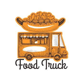Modello di logo di van di cibo di strada. camion disegnato a mano con illustrazione di fast food. camion di hot dog stile inciso retrò.