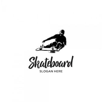 Modello di logo sagoma stile uomo skateboard