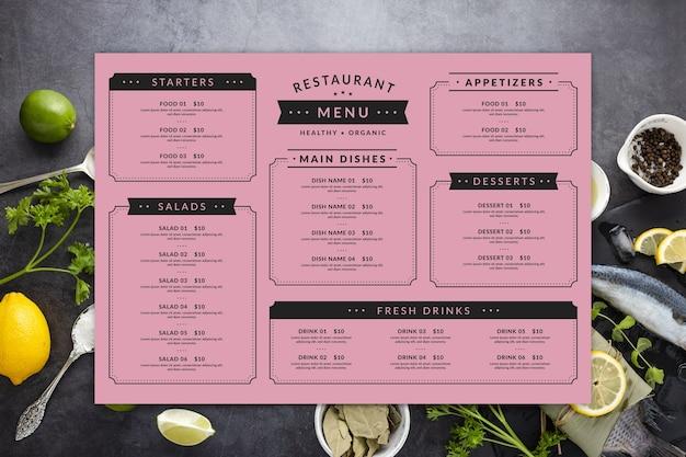 Modello di menu ristorante colorato con piatto disteso