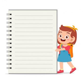 Modello di notebook ragazza bambino felice felice