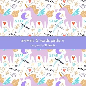 Modello di parole e unicorni doodle colorato
