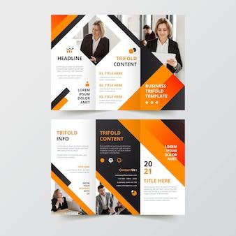 Modello di progettazione brochure a tre ante