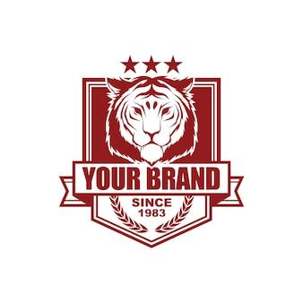 Modello di progettazione di logo di stile vintage vettoriale con tigre