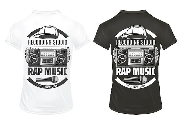 Modello di stampe di musica rap vintage con cappuccio del microfono del registratore di iscrizioni su camicie bianche e nere isolate