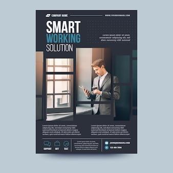 Modello di volantino aziendale soluzione di lavoro intelligente