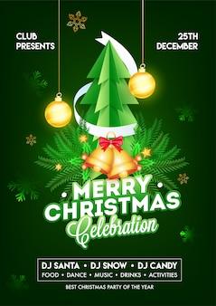 Modello o aletta di filatoio di celebrazione di buon natale con carta tagliata albero di natale, jingle bell, foglie di pino e bagattelle appese decorate su verde.